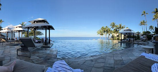 View from the center chairs at the infinity pool - Picture
