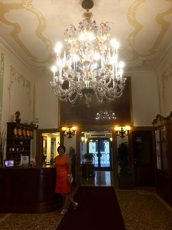 Hotel Ala - Historical Places of Italy: Foyer