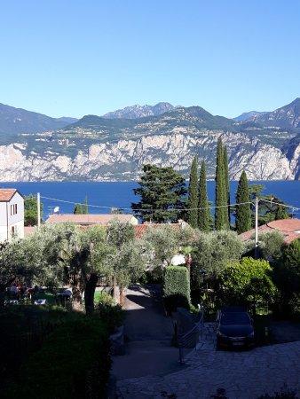 Hotel Vacanze 2000: Blick vom Balkon seitlich zum See