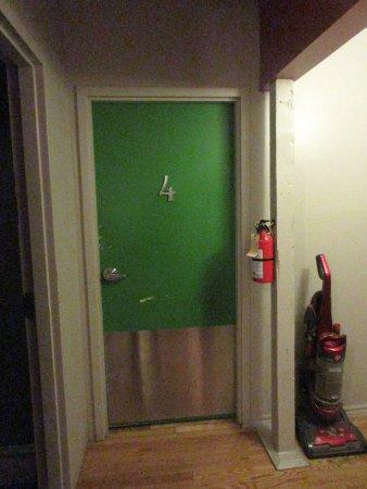 Auberge L'Apero: door to women's dorm key required