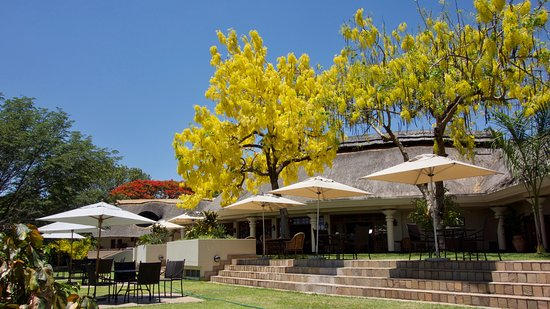 Ilala Lodge: Restaurant outdoor seating