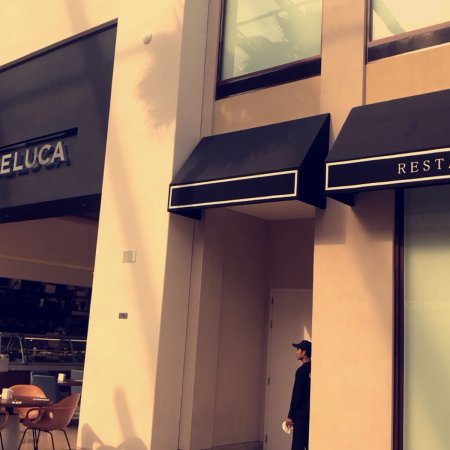 Hoora, Bahrain: Dean and Deluca