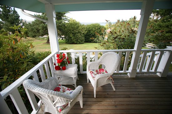 Country Cottage of Langley: Catalina Cottage Deck and view of Puget Sound