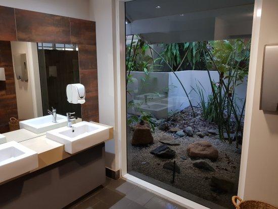 Kewarra Beach, Avustralya: Bathroom view from the restaurant. Best bathroom view EVER