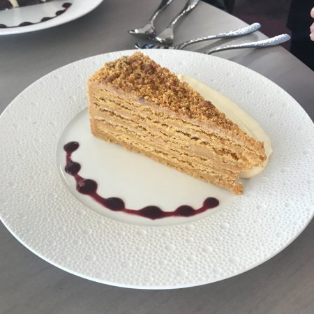 City Beach, Australia: Salted Caramel Cake