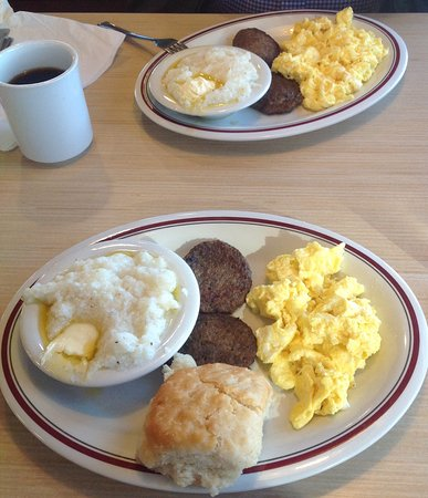 South Boston, VA: Delicious hot, fresh breakfast at Huddle House