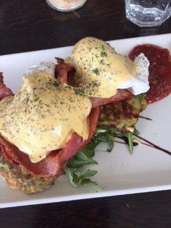 Blackmans Bay, Australia: zucchini fritters, bacon and eggs hollandaise