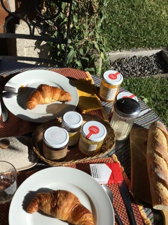 Chez Daniel : Des vrais croissants au petit déjeuner