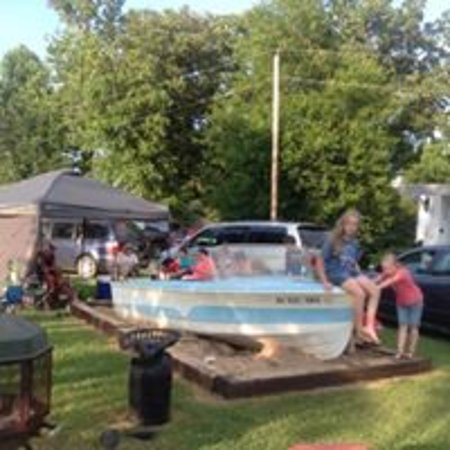 Lakeview, AR: Sand box and boat for the children to play in
