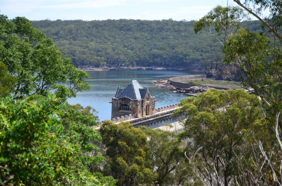 Appin, Australia: Approaching the dam
