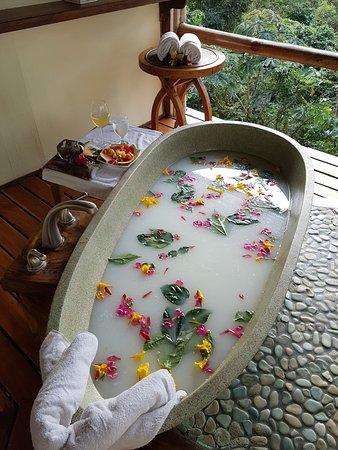 Los Altos de Eros: Spa ~ Indonesian Soaking Tub