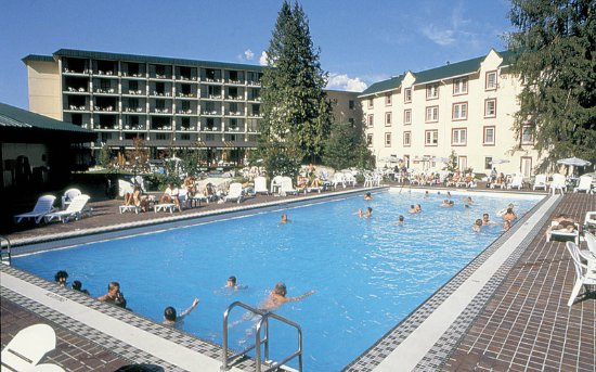 Harrison Hot Springs Resort & Spa: Pool