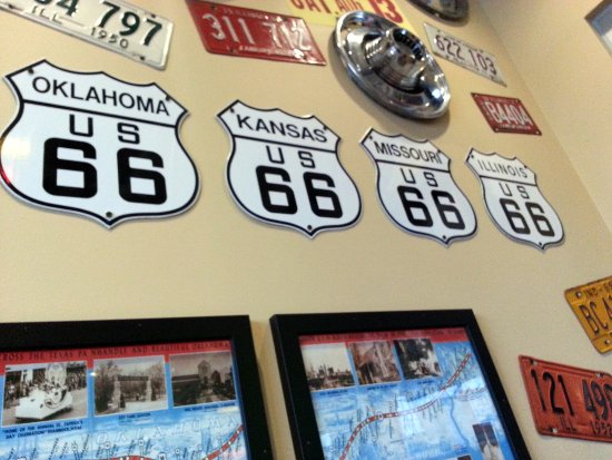 Harwood Heights, IL: you can dream of a road trip down Route 66