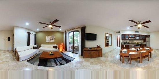 Acanto Hotel & Condominiums: Guest room