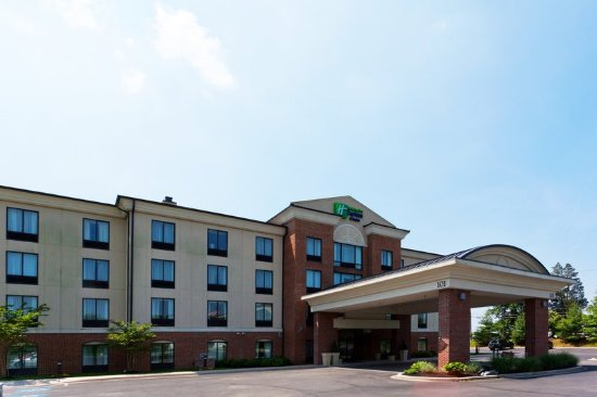 Holiday Inn Express Hotel & Suites North East : Exterior