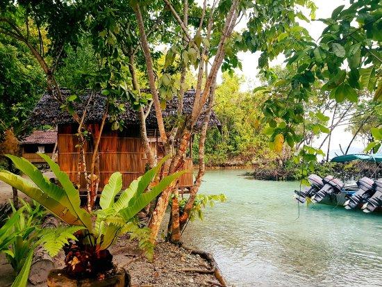 Daroyen Village