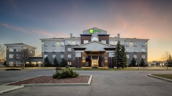 Holiday Inn Express Suites Airdrie: Exterior