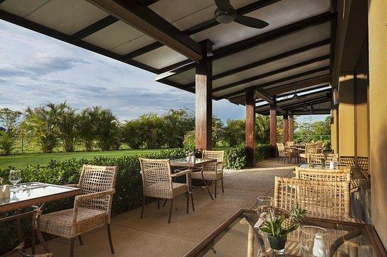Foto de hilton garden inn liberia airport liberia bar lounge tripadvisor for Hilton garden inn liberia airport