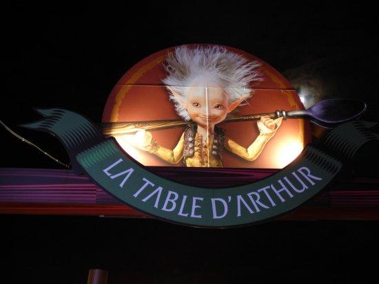 Buffet plat chaud vaste choix de viandes poissons et - Restaurant la table d arthur charleville ...