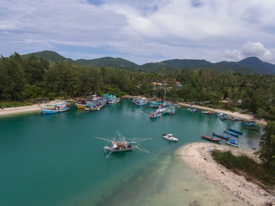 Loyfa Natural Resort : harbour nearby