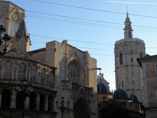 Facciata della Cattedrale e Miguelete.