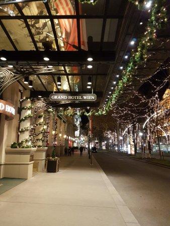 Grand Hotel Wien: entrance
