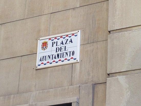 Ayuntamiento de Alicante: Wall plaque