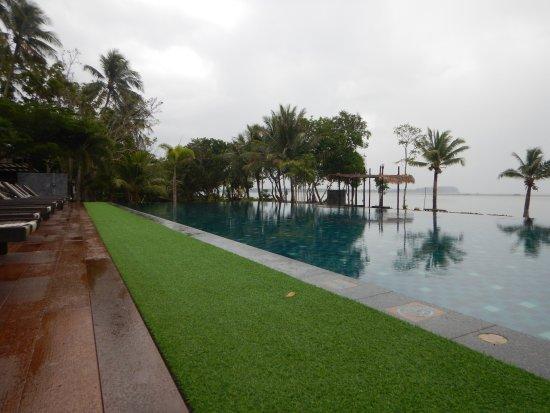 Islanda Hideaway Resort: Vue piscine et océan et îles à visiter