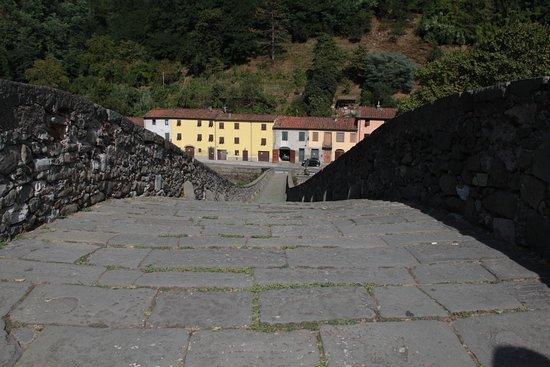 Borgo a Mozzano, Italy: da sopra il ponte