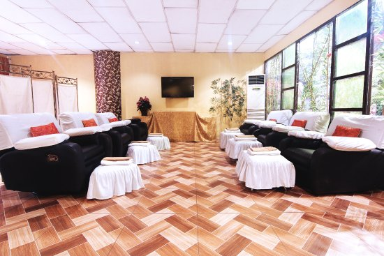 Pasig, Filippinerna: Foot spa area for groups. Special foot soaks, scrubs, and massage to release tensed foot area