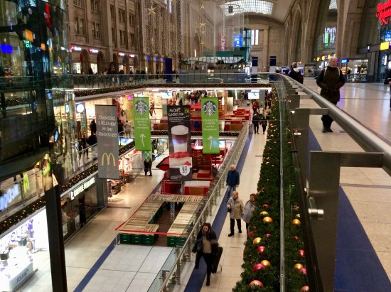 multi level shopping centre beneath concourse picture of. Black Bedroom Furniture Sets. Home Design Ideas