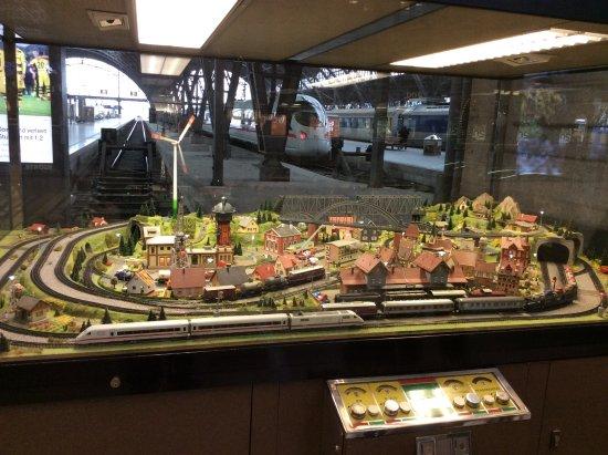 model railway display picture of hauptbahnhof leipzig. Black Bedroom Furniture Sets. Home Design Ideas