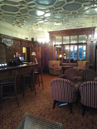 Macdonald Elmers Court Hotel & Resort: Bar de l;hotel