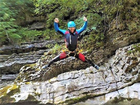 Klettersteig Achensee : Canyoning sprung bild von alpinsport achensee pertisau