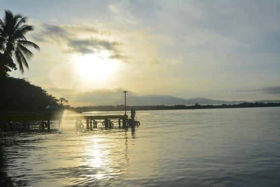 Vinas del Lago: vista desde el embarcadero al amanecer