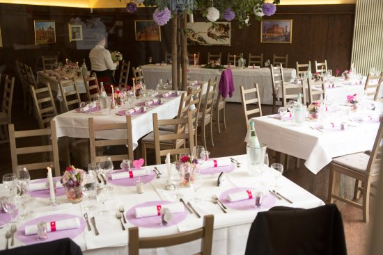 Langenselbold, Germany: Hochzeitsfeier - geschlossene Gesellschaft