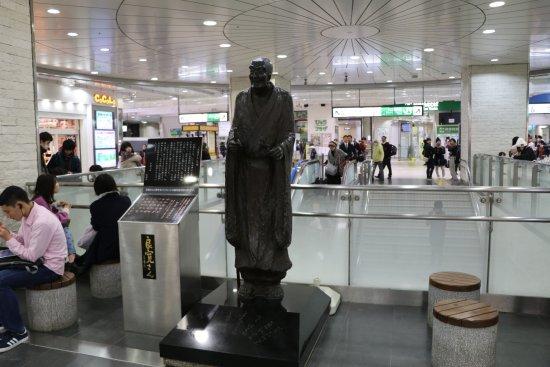 Ryokan Statue