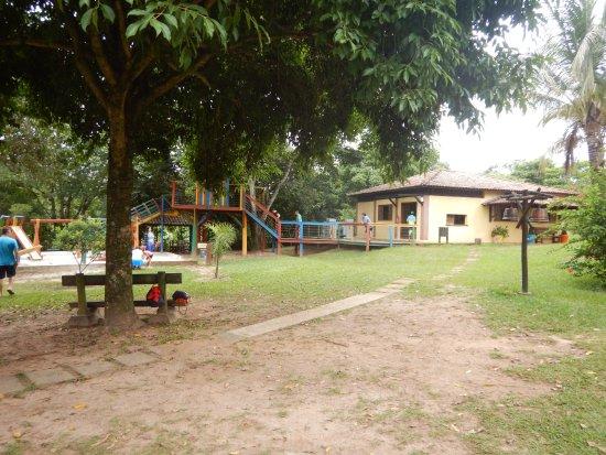 Torrinha, SP: Casa na árvore e brinquedoteca Recantinho.