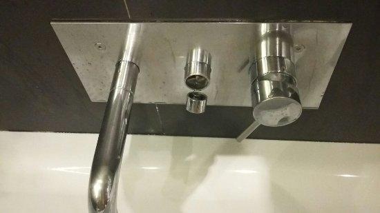 Vasca Da Bagno Macchiata : Pulsante vasca da bagno penzolante foto di nh bologna de la gare