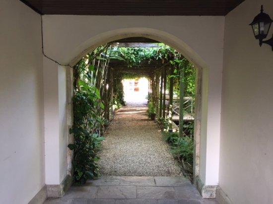 Lucknam Park: Archway to spa area
