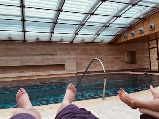 Colerne, UK: Relaxing by the pool