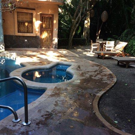 Mar de Jade Retreats Wellness Vacation: Servicios del área de yoga, spa, y actividades adicionales