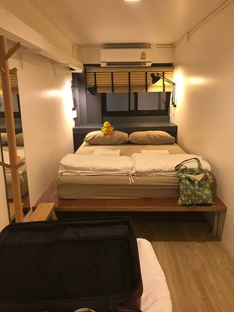 Monomer Hostel Bangkok: Family Room With A Double Bed And A Single Bed
