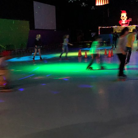 Saint Robert, MO: Laser tag, Roller Skating, Arcade and Great Food!!