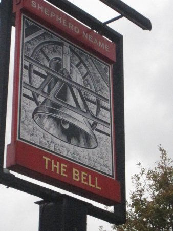 ‪‪Smarden‬, UK: The Bell sign‬