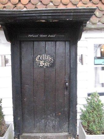 Smarden, UK: Entrance/door
