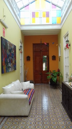 Residencial Miraflores B&B: the hall and front door