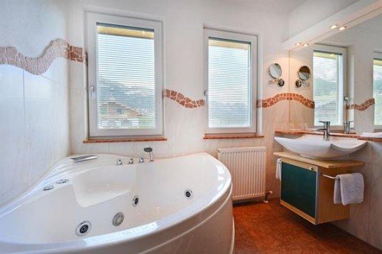 Going, Austria: Bad in der Romantik Wolke 7