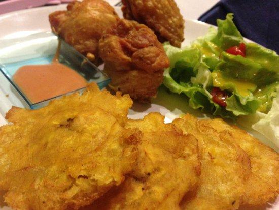 Linda-a-Velha, Portugal: Pica Pollo(frango frito con tostones