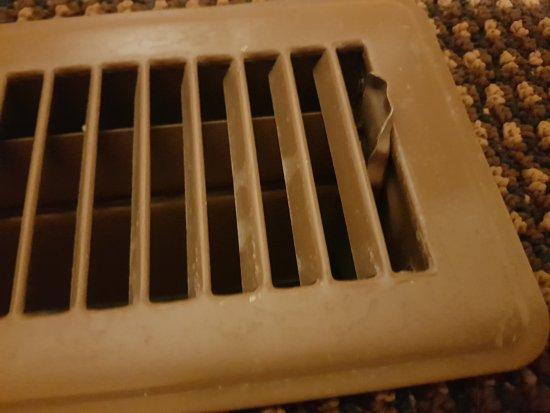 Hidden Ridge Resort: Sharp metal sticking up in floor grill - standard issue in Canada??